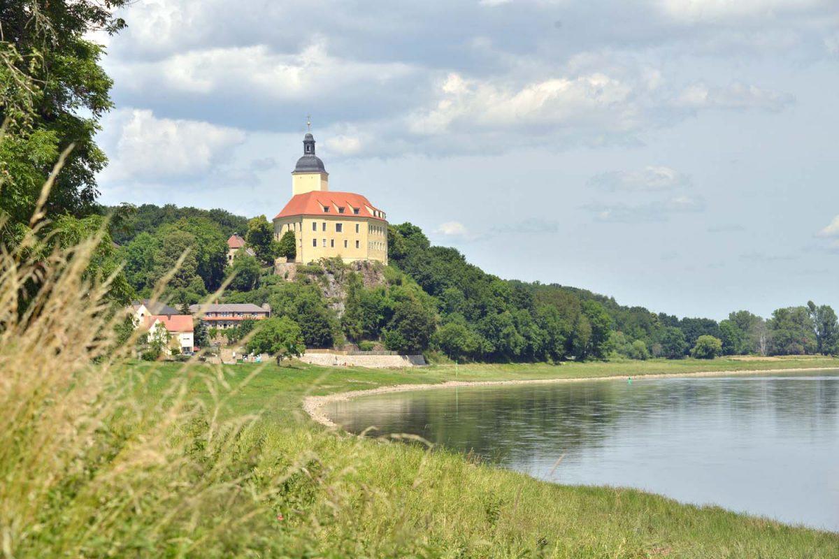 Schloss Hirschstein an der Elbe